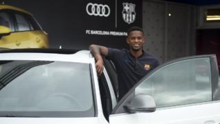 Le nouveau latéral du FC Barcelone se livre dans un entretien pour les médias du Club. Il déclare