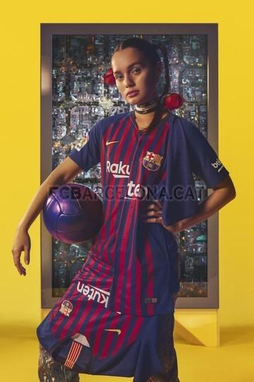 حفل تقديم القميص الجديد لنادي برشلونة لموسم 2018-2019 83797099