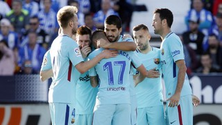 Two goals from Luis Suárez and one from Paulinho gave Ernesto Valverde's team the victory on their return to la Liga action after the recent international break