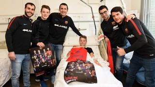 El Barça Lassa visita los niños y niñas del Hospital Sant Pau de Barcelona