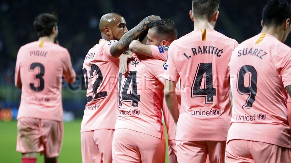 صور مباراة : إنتر ميلان - برشلونة 1-1 ( 06-11-2018 )  102164591