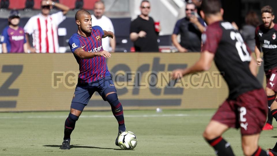 صور مباراة : برشلونة - ميلان 0-1 ( 05-08-2018 )  95385712