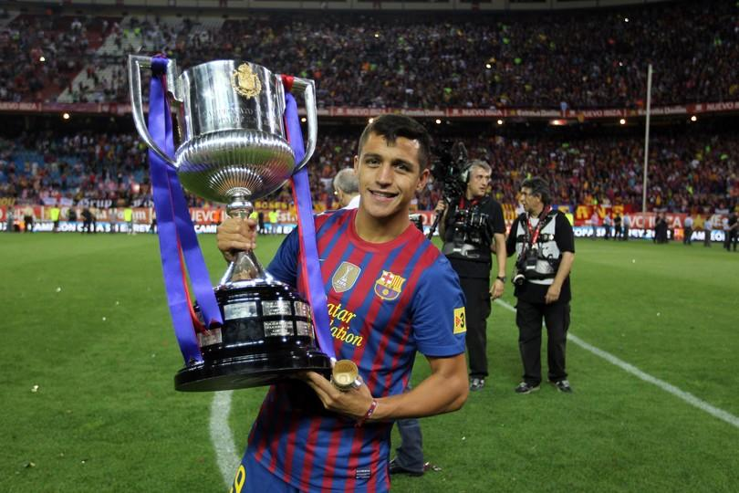 Alexis snchez three years of dedication goals and titles fc alexis snchez with the spanish cup in 2012 photo miguel ruiz fcb stopboris Image collections