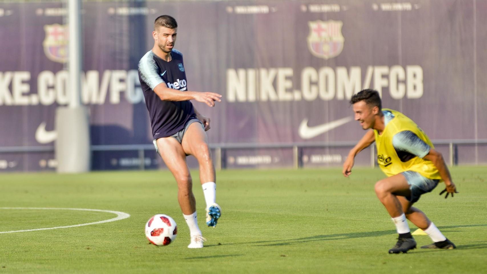 تدريب مشترك مع برشلونة ب ، ميسي ، بيكي ، جوردي ألبا ، سيرجيو ، سامبر  95314033