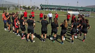 Jordi Mestre dóna la benvinguda al nou Barça Femení