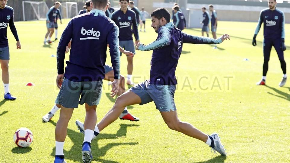 التدريبات متواصلة في برشلونة بانتظار التحاق آخر اللاعبين العائدين من المشاركة في المباريات الدولية مع منتخباتهم الوطنية 101156979