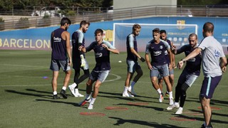The Ciutat Esportiva saw plenty of activity on Monday morning, as all the available first team players were joined by 10 from the Barça B squad