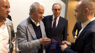 Una delegació de la junta directiva de l'ABJ va assistir a l'acte de comiat del jugador, divendres al Camp Nou