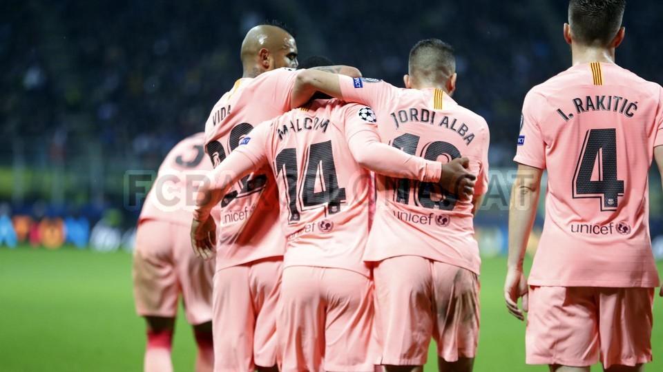 صور مباراة : إنتر ميلان - برشلونة 1-1 ( 06-11-2018 )  102164597
