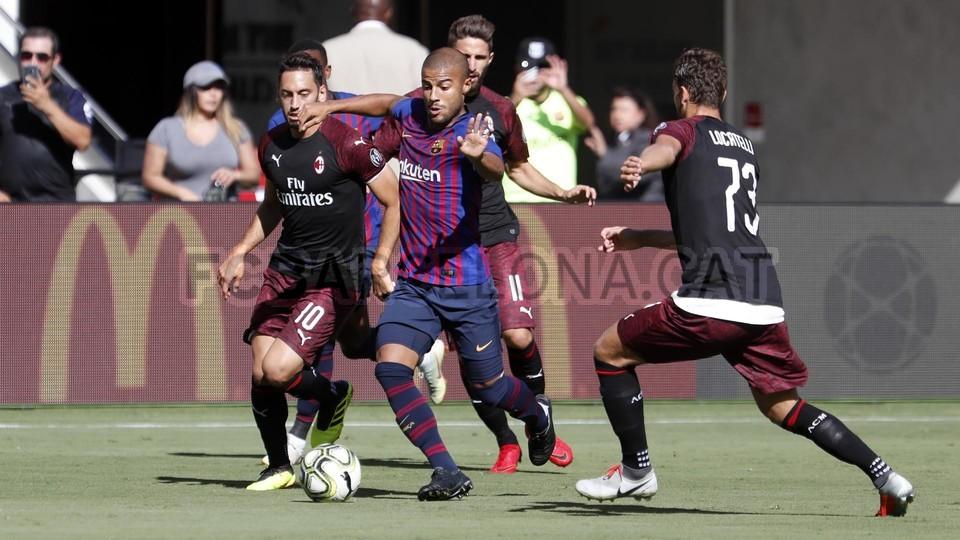 صور مباراة : برشلونة - ميلان 0-1 ( 05-08-2018 )  95385718
