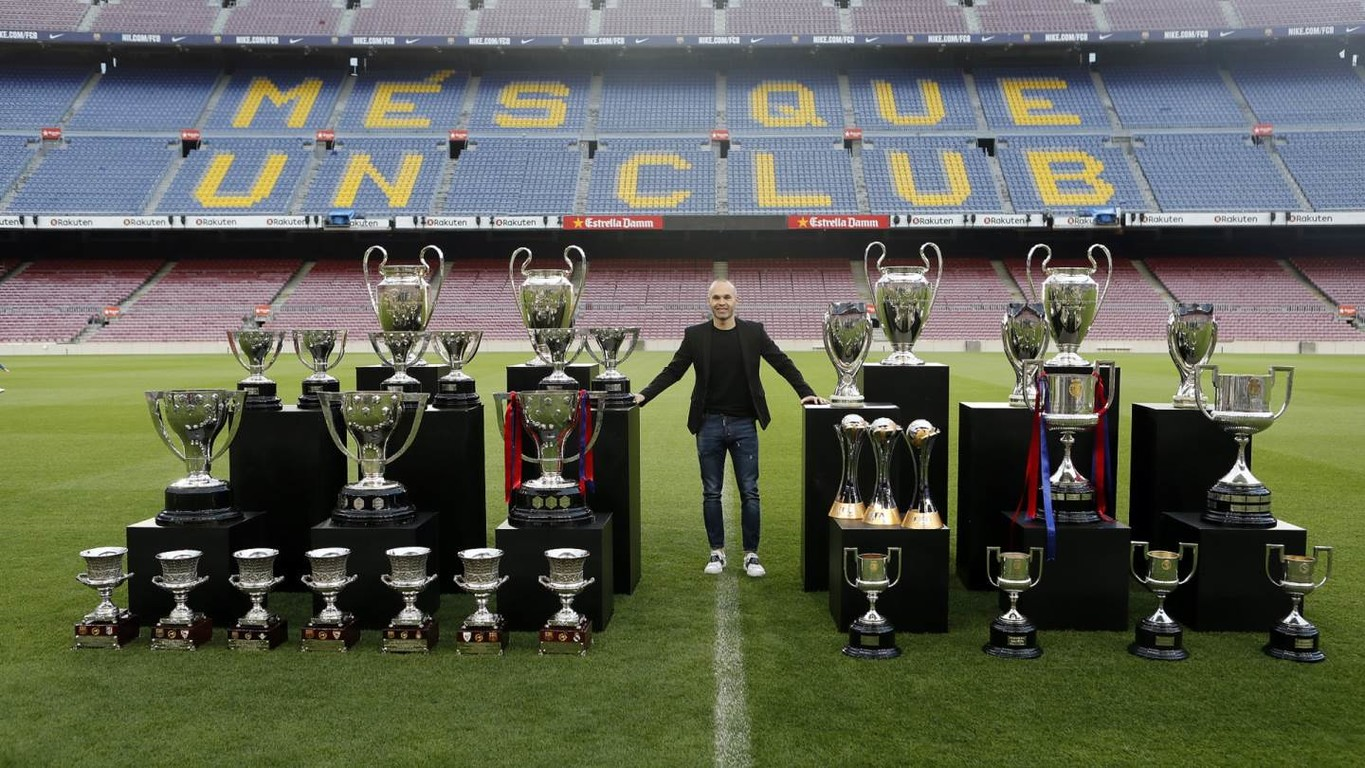 The club legend poses for a pìcture with the amazing haul of silverware from 16 years of duty for the first team