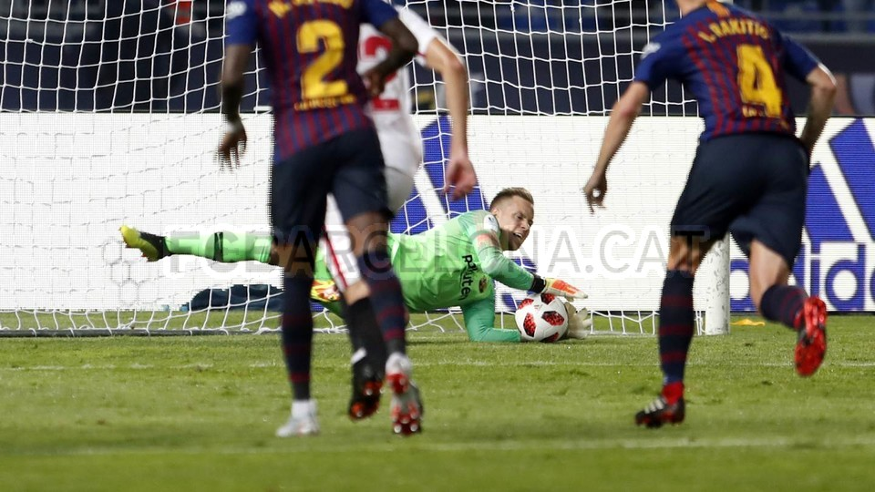 صور مباراة : برشلونة - إشبيلية 2-1 ( 13-08-2018 )  95786104