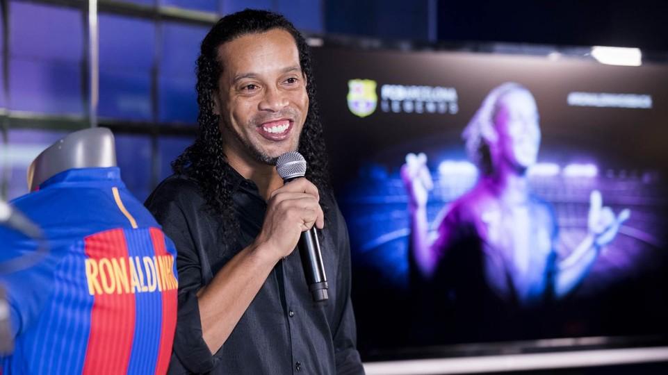The Ronaldinho Back Shirt Emotional 'it Put Will Barcelona To Fc Be FFYSqr