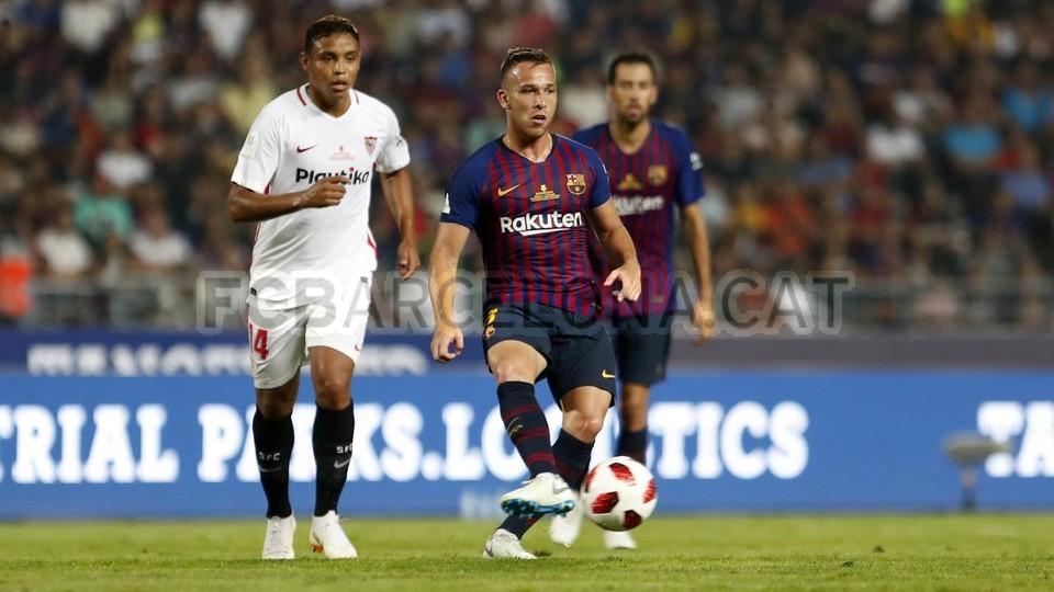 صور مباراة : برشلونة - إشبيلية 2-1 ( 13-08-2018 )  95762552