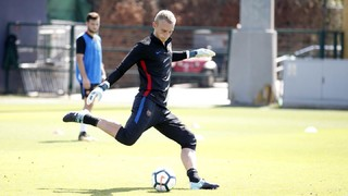 The challenge of Cillessen with the feet