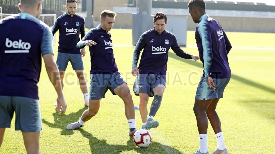 التدريبات متواصلة في برشلونة بانتظار التحاق آخر اللاعبين العائدين من المشاركة في المباريات الدولية مع منتخباتهم الوطنية 101156985