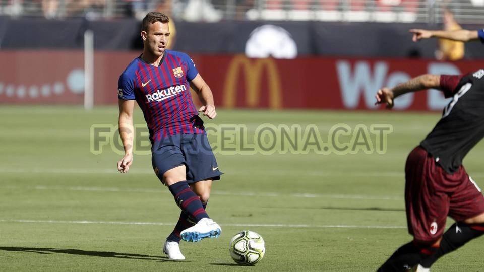 صور مباراة : برشلونة - ميلان 0-1 ( 05-08-2018 )  95385724