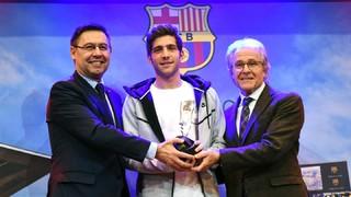 Sergi Roberto rep el Premi Barça Jugadors