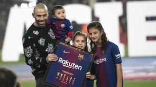 El Camp Nou se despide de Javier Mascherano