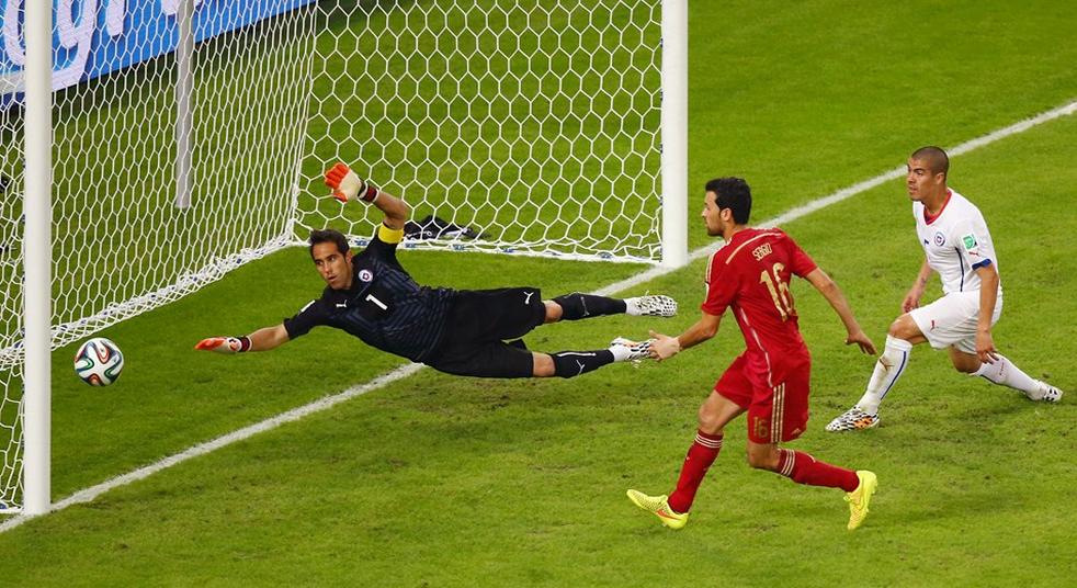 Claudio Bravo: o capitão do Chile é sinônimo de agilidade ... - photo#38