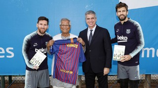 Nobel Peace Prize winner Muhammad Yunus visits training: 'Everyone in Bangladesh loves Barçab