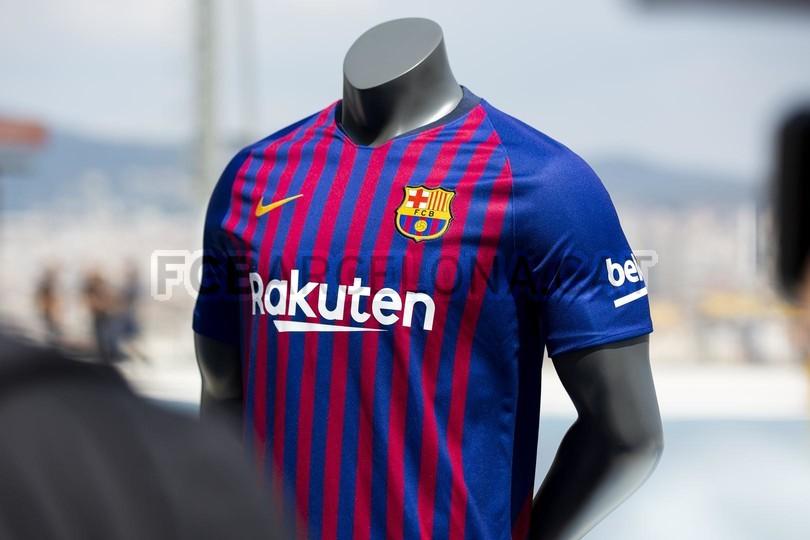 حفل تقديم القميص الجديد لنادي برشلونة لموسم 2018-2019 83942784