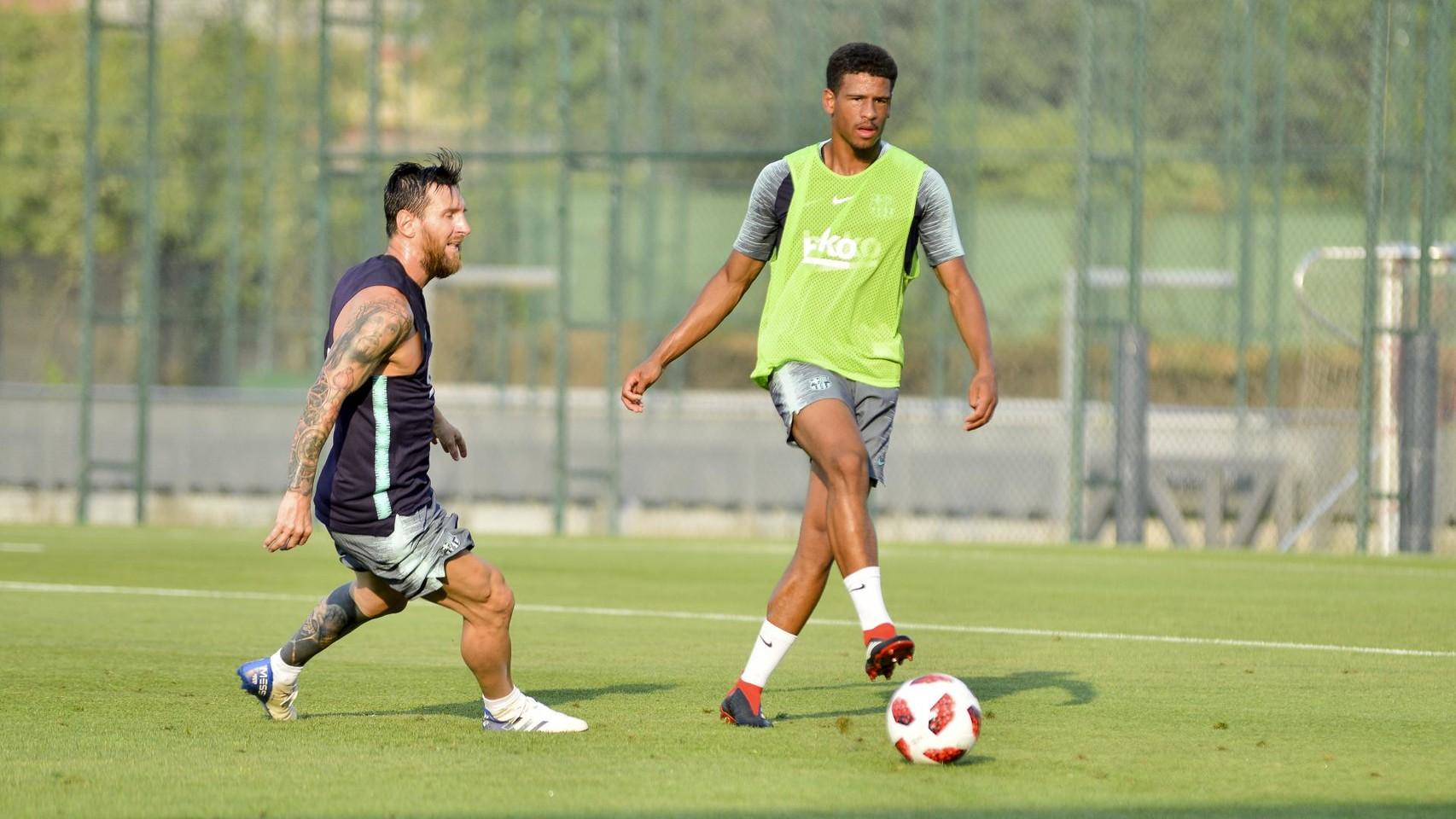 تدريب مشترك مع برشلونة ب ، ميسي ، بيكي ، جوردي ألبا ، سيرجيو ، سامبر  95314048