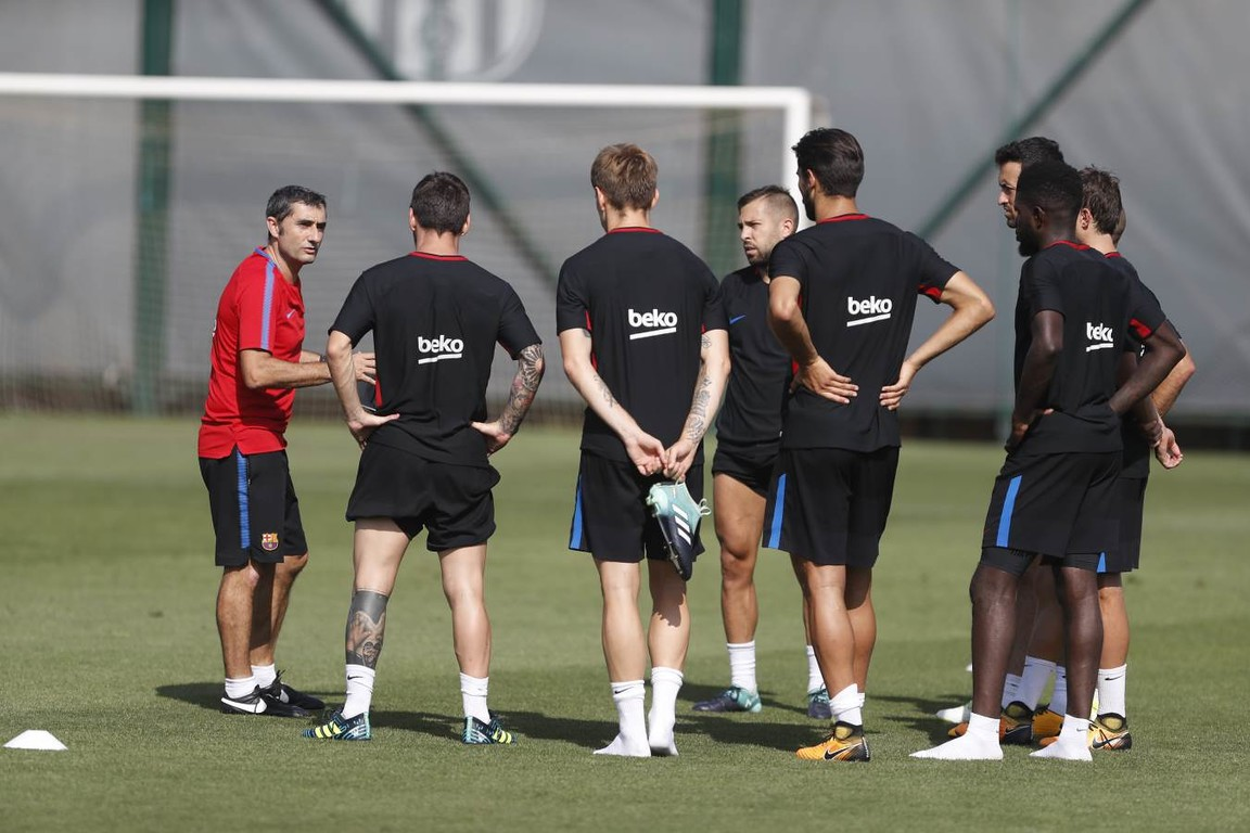 The FC Barcelona coach calls up 18 players for the match against Betis at the Camp Nou at 8.15pm CET on Sunday