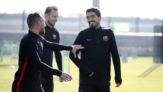 Ernesto Valverde ha convocado un total de 19 futbolistas para viajar hacia Turín, donde el miércoles (20.45 horas) los azulgranas disputarán el duelo correspondiente a la jornada 5 de la fase de grupos de la Liga de Campeones