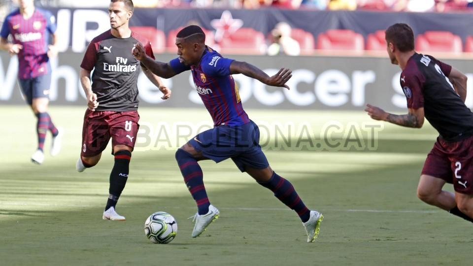 صور مباراة : برشلونة - ميلان 0-1 ( 05-08-2018 )  95385730