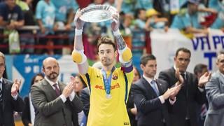 El capitán y portero del Barça Lassa no ha podido cerrar su etapa como jugador azulgrana con la Liga, en un final por penaltis