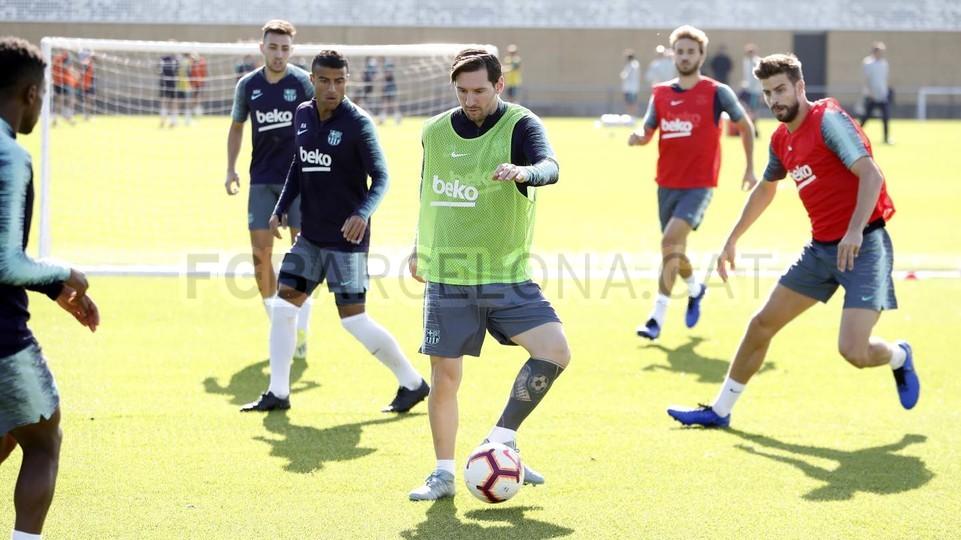 التدريبات متواصلة في برشلونة بانتظار التحاق آخر اللاعبين العائدين من المشاركة في المباريات الدولية مع منتخباتهم الوطنية 101156997