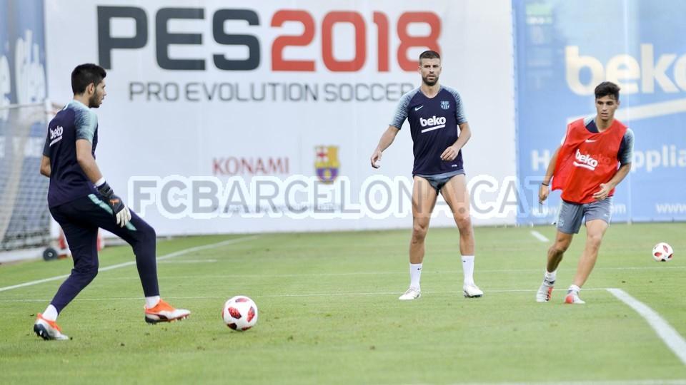 تدريب مشترك مع برشلونة ب ، ميسي ، بيكي ، جوردي ألبا ، سيرجيو ، سامبر  95314054