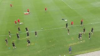 Découvrez l'arrivée au stade, la séance, et le départ vers l'hôtel, lors d'une journée d'entraînement au Red Bull Training Facility