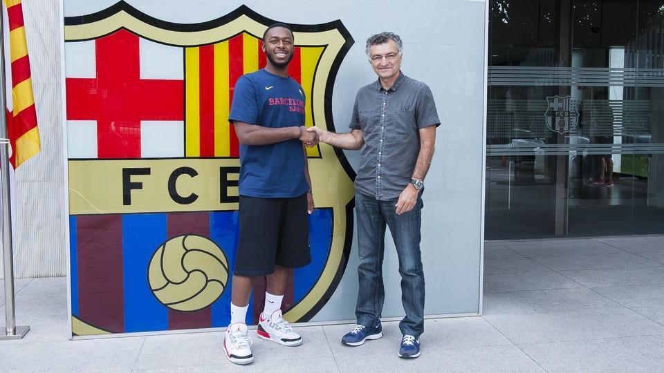 Jacob pullen firma contrato con el bar a fc barcelona for Oficinas fc barcelona