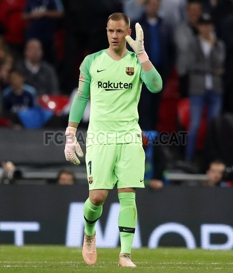 صور مباراة : توتنهام - برشلونة 2-4 ( 03-10-2018 )  100686475