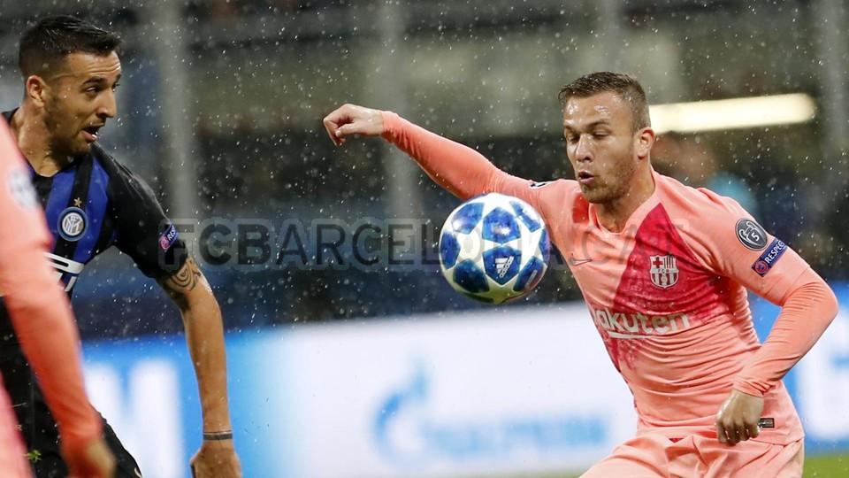 صور مباراة : إنتر ميلان - برشلونة 1-1 ( 06-11-2018 )  102198542
