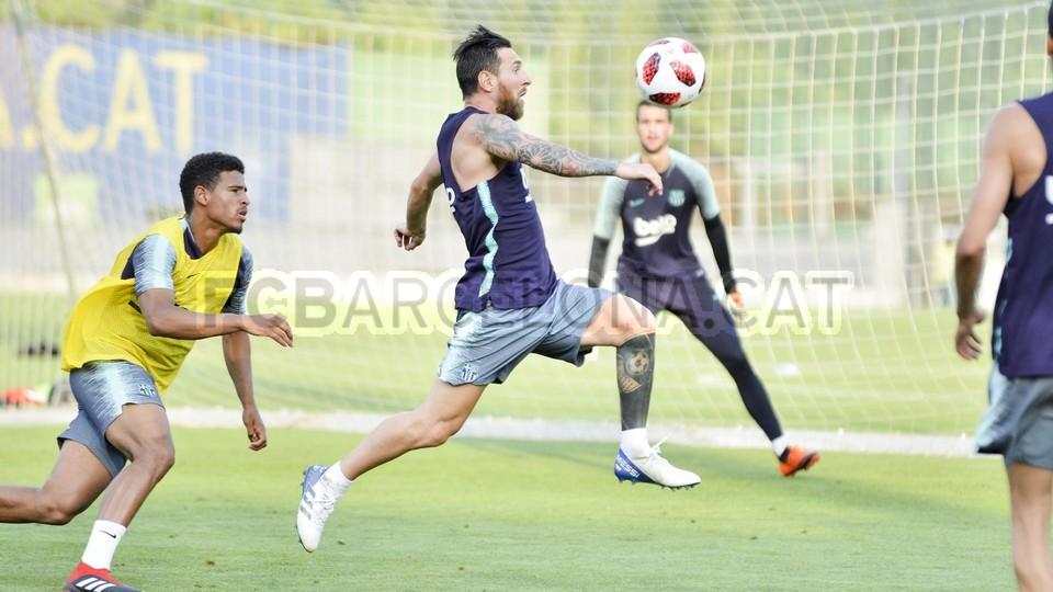 تدريب مشترك مع برشلونة ب ، ميسي ، بيكي ، جوردي ألبا ، سيرجيو ، سامبر  95314060