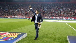 Olympiacos fans welcome Ernesto Valverde in Athens