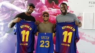 Draymond Green y Andre Branch, estrellas de la NBA y la NFL, visitan el entrenamiento