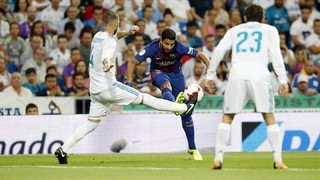 The Uruguayan has a distension in the posterior articular capsule in his right knee whilst Gerard Piqué has a groin strain and is a doubt for the game against Betis