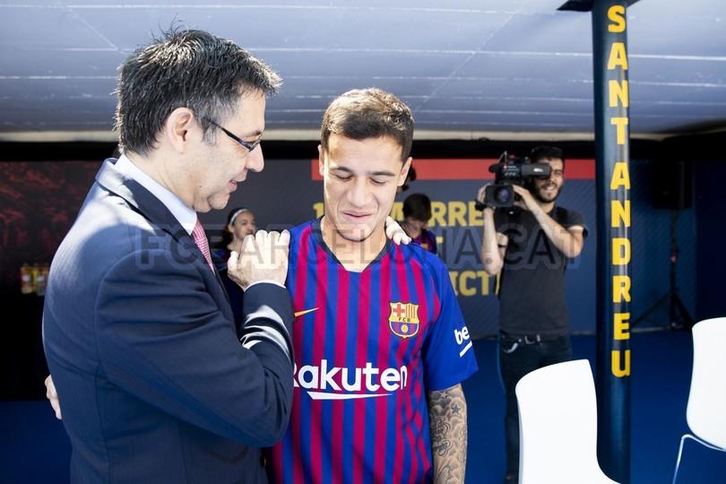 حفل تقديم القميص الجديد لنادي برشلونة لموسم 2018-2019 83942802