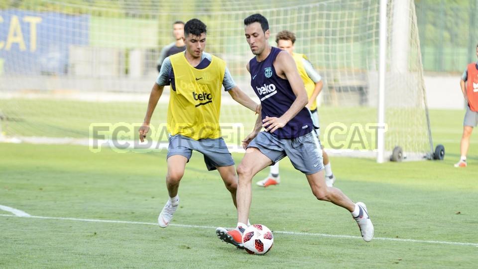 تدريب مشترك مع برشلونة ب ، ميسي ، بيكي ، جوردي ألبا ، سيرجيو ، سامبر  95314066