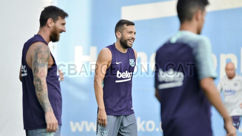 تدريب مشترك مع برشلونة ب ، ميسي ، بيكي ، جوردي ألبا ، سيرجيو ، سامبر  95313935