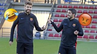 Luis Suárez doit récupérer le ballon qui se trouve dans le pied de ses coéquipiers, adversaires le temps de l'exercice... En vain