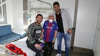 Members of the first team and various officials from FC Barcelona have visited various hospitals around the city following the ope doors training session at the Miniestadi