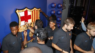 The charity event attracts more than 250 people on the 65th foor of the Rockefeller Center including the Barça first team squad and coaching staff