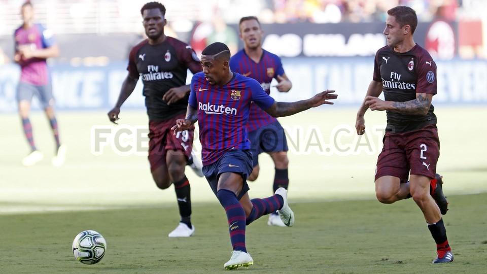 صور مباراة : برشلونة - ميلان 0-1 ( 05-08-2018 )  95385766