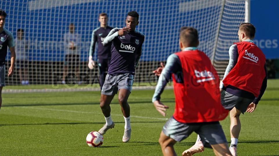 التدريبات متواصلة في برشلونة بانتظار التحاق آخر اللاعبين العائدين من المشاركة في المباريات الدولية مع منتخباتهم الوطنية 101157033