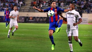 Barça Legends 3-2 Real Madrid Leyendas: Ronaldinho still has his magic